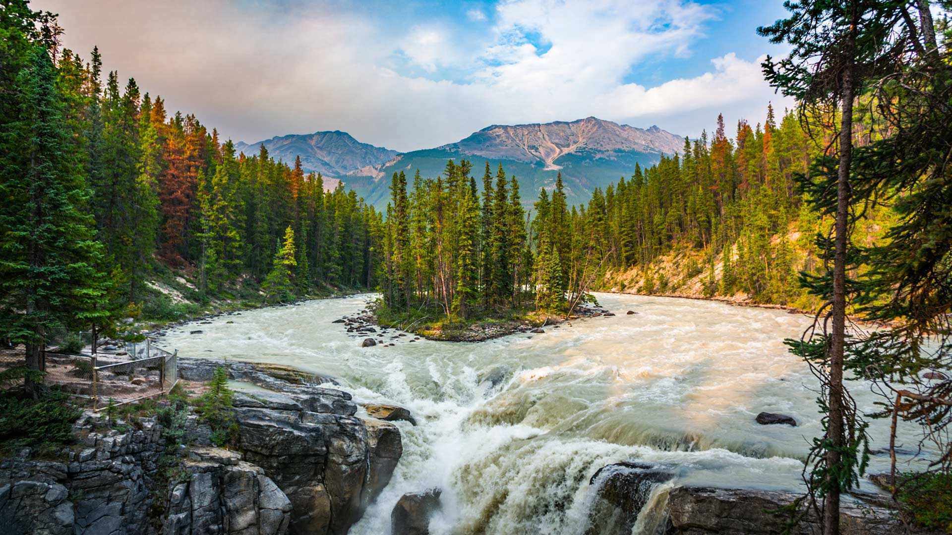 Sunwapta Falls in Jasper National Park, Canada (© Schroptschop/Getty Images) - Calf Blog